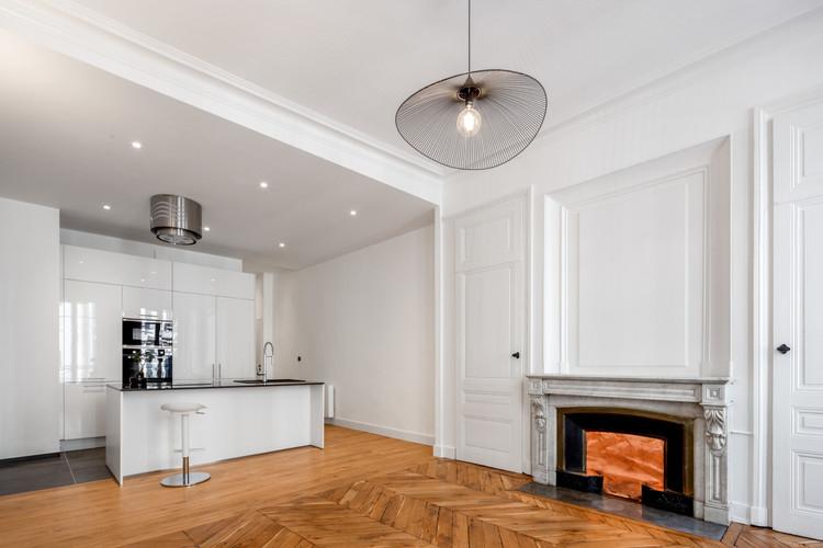 Cuisine Salon cheminée depuis fenetre