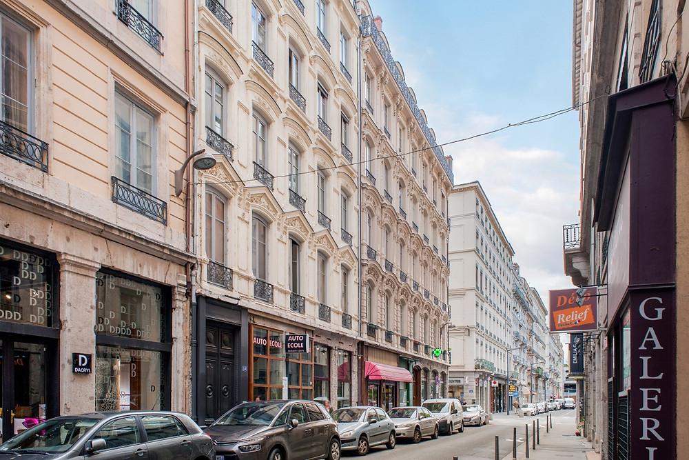 Façade sur Rue Auguste Comte