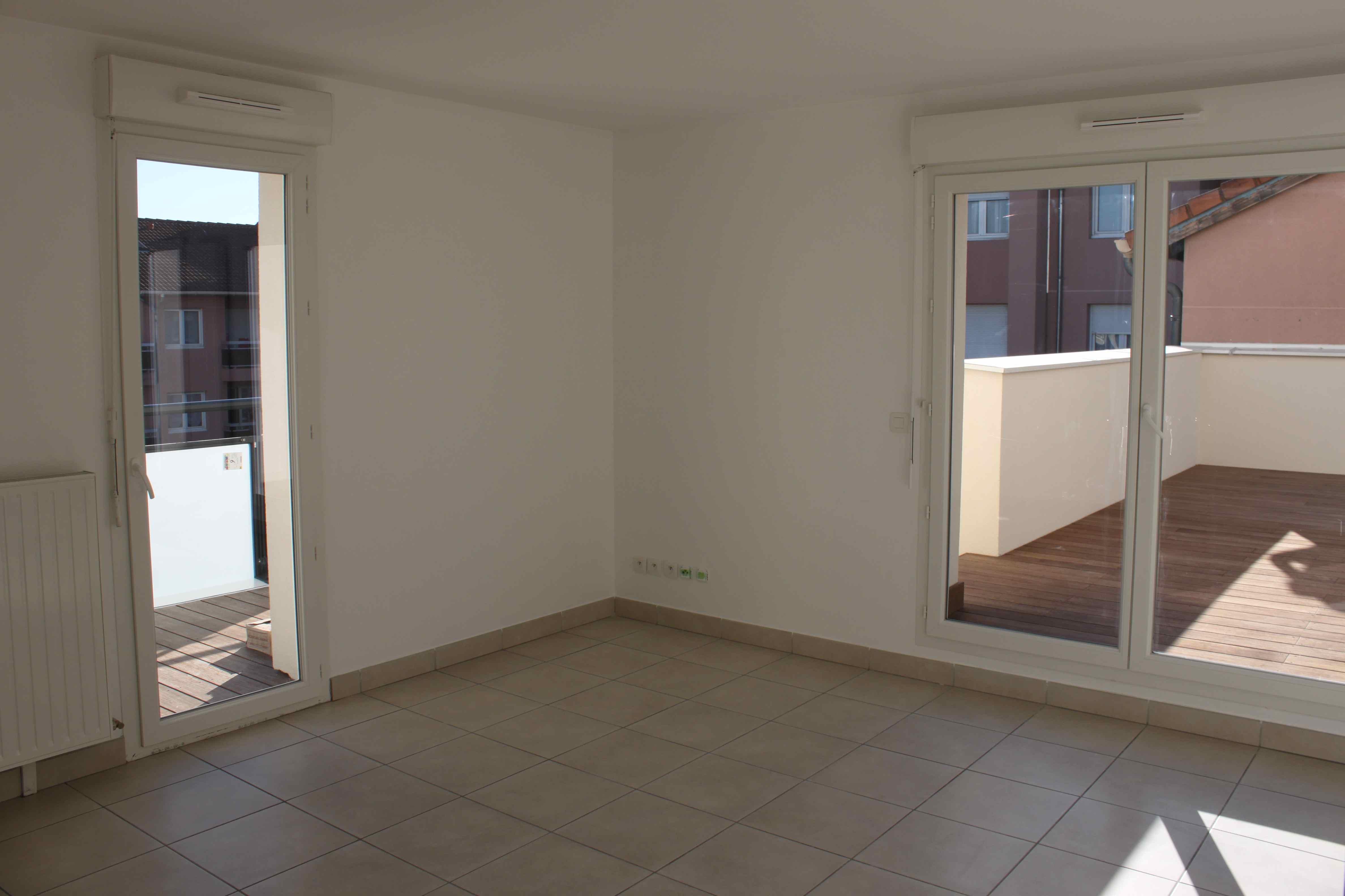 Salon avec accès terrasses