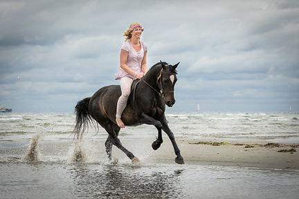 Andrea mit Pferden-20.JPG