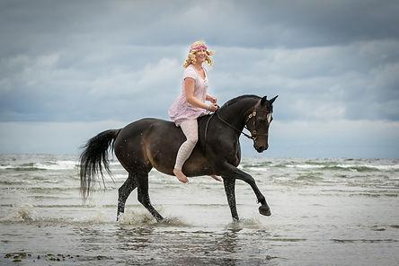 Andrea mit Pferden-19.JPG