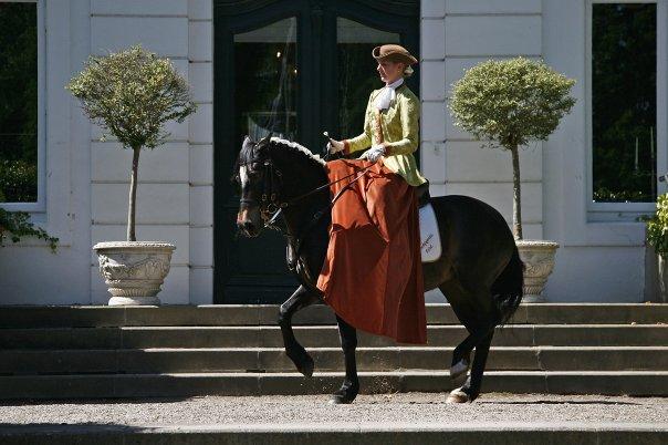 """Schloss Weißenhaus 2007 Andrea Blochwitz mit Welsh Partbred Stute """"Floresof Blue"""" Piaffe"""