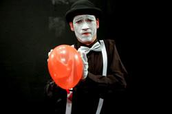 Mime Chispa with balloon.jpg