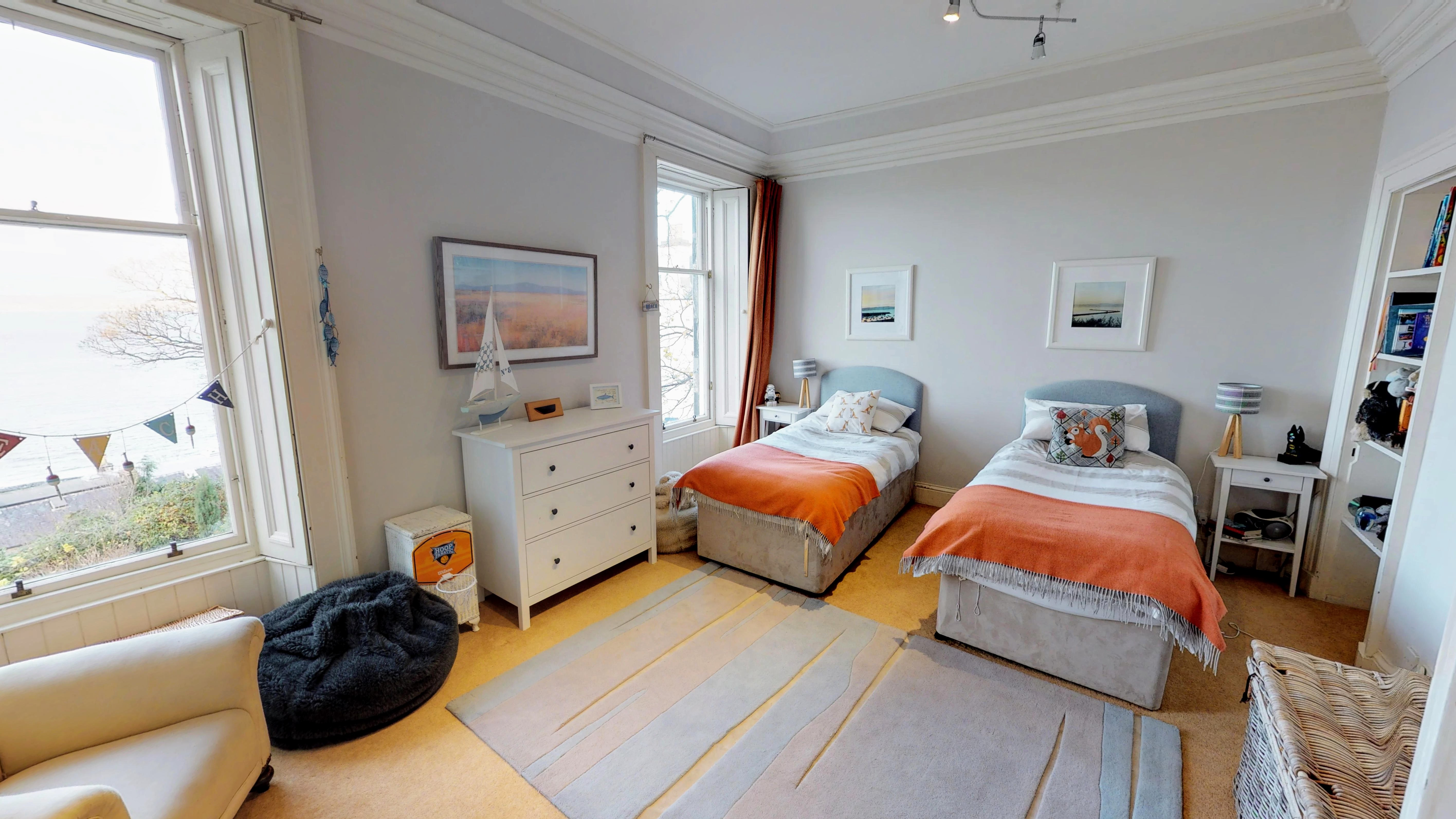 Double bedroom - Edinburgh Home