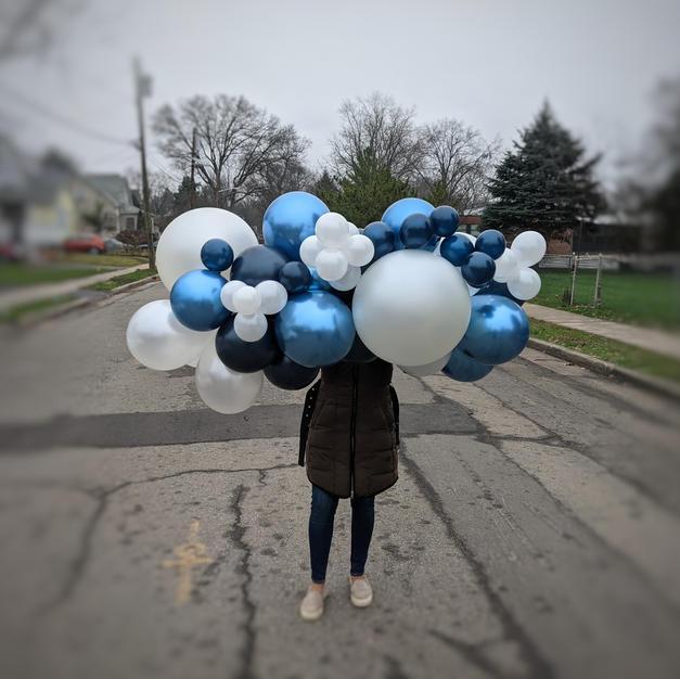 Balloon garlands to go