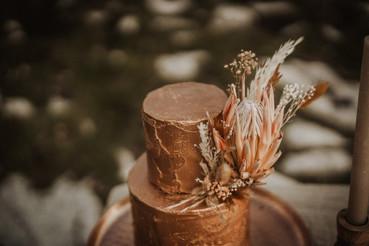 matrimonio-allestimento-fiori-accessori-tavolo-torta-boho-chich-design