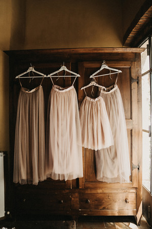bridesmaids-wedding-planning-priorities