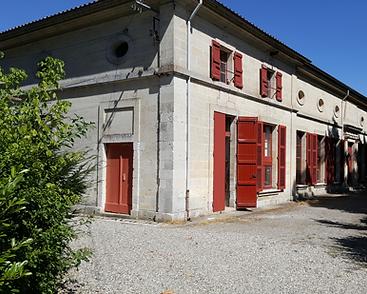 l'orangerie du château saint denis, un des communs en location