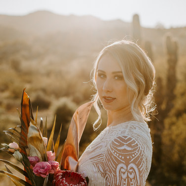 bride with pretty flowers