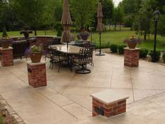 tan-squared-patio-brick-pillars-qc-const