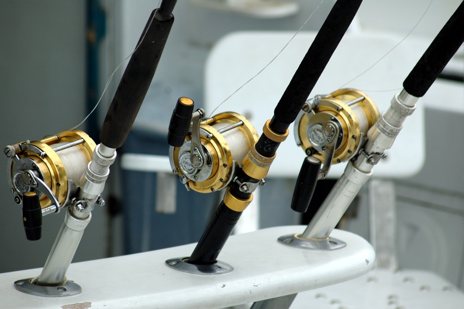 3-lined-brass-and-black-fishing-reel-209