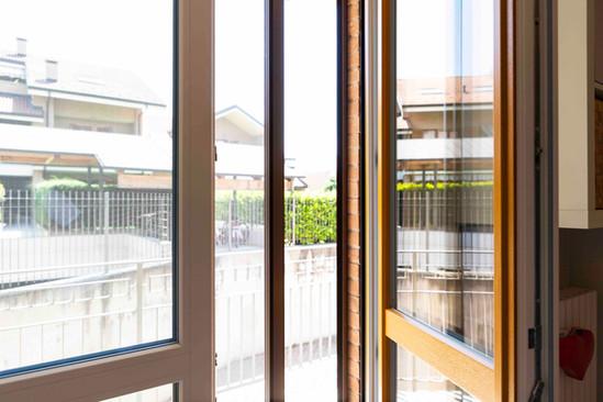 serramento pvc bicolore2+zanzariera 3.jp