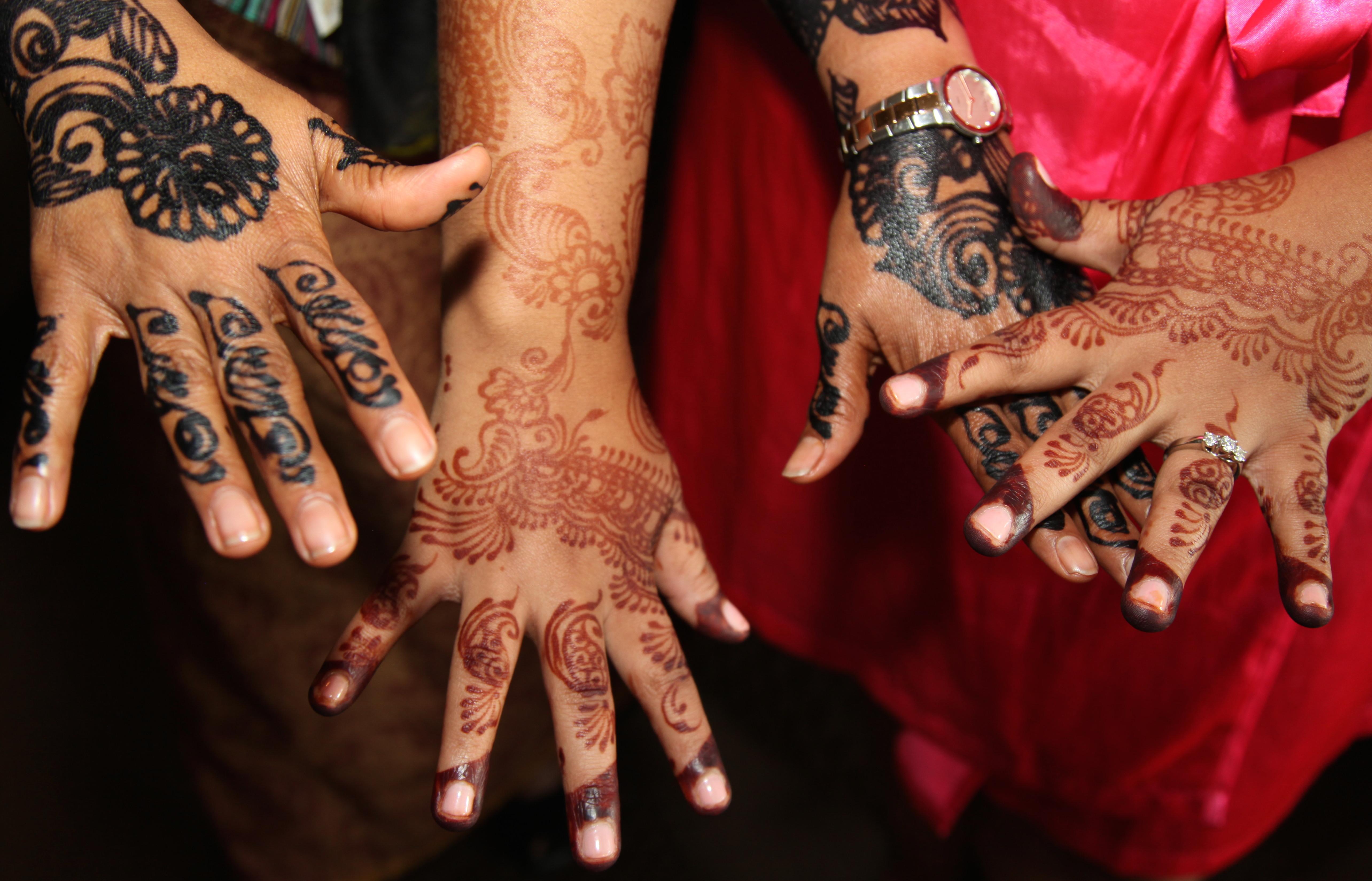 Henna Hands at a wedding