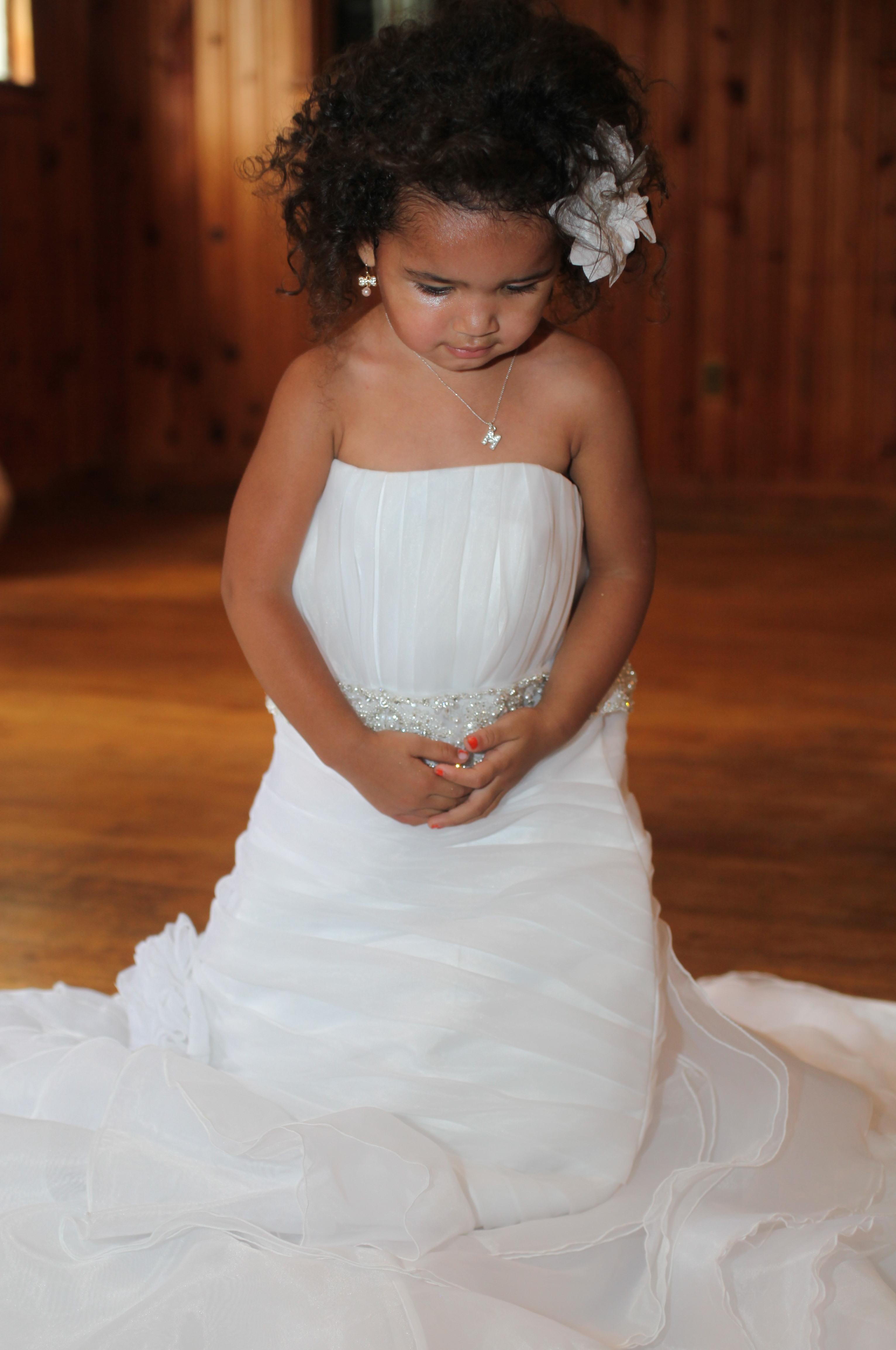 Flower girl in the Wedding Dress