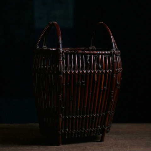 Body-armour-shaped bamboo flower basket by Tanabe Chikuunsai I .jpg