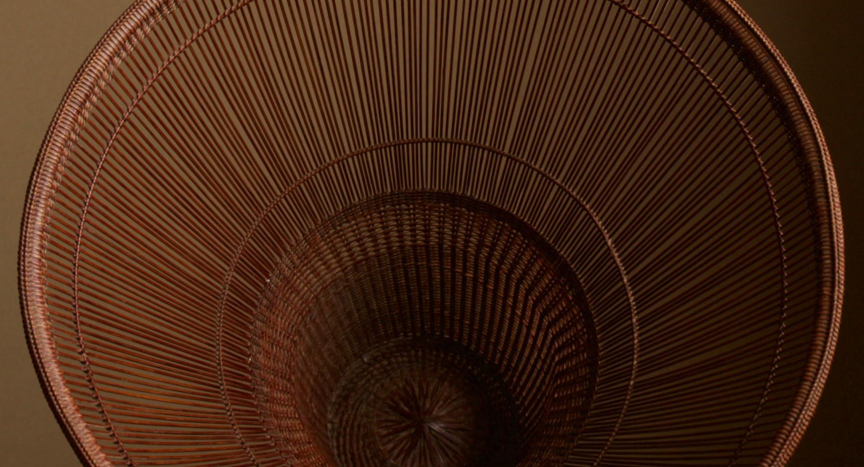 Chikuunsai II Tall Hat Thousand Line Flower Basket 03.jpg