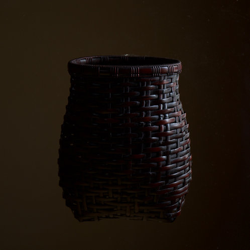 Dense wall basket by Shiotsuki Juran
