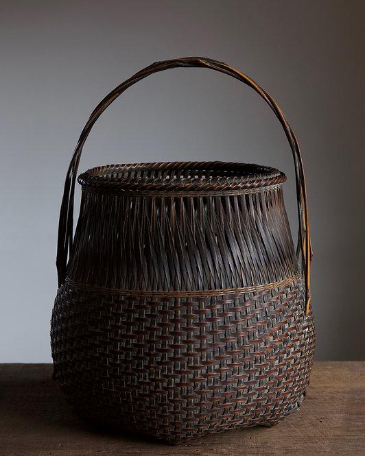 Flower basket by Iizuka Hochiku