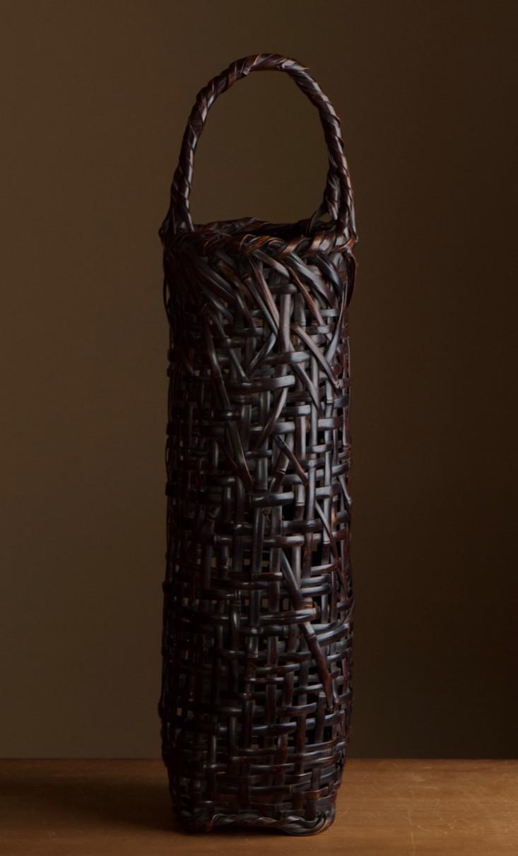 Tanabe chikuunsai I tall purple bamboo basket 01.jpg