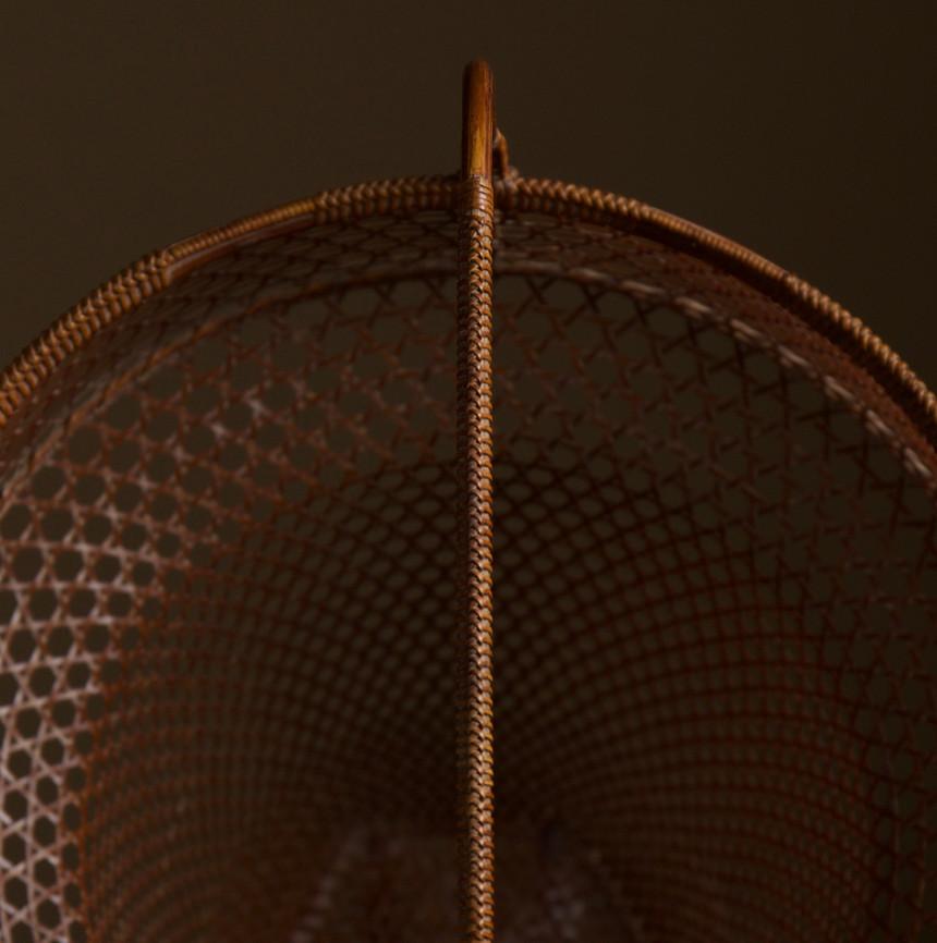 Tanabe Chikuunsai II Clown hat shaped bamboo basket 05.jpg