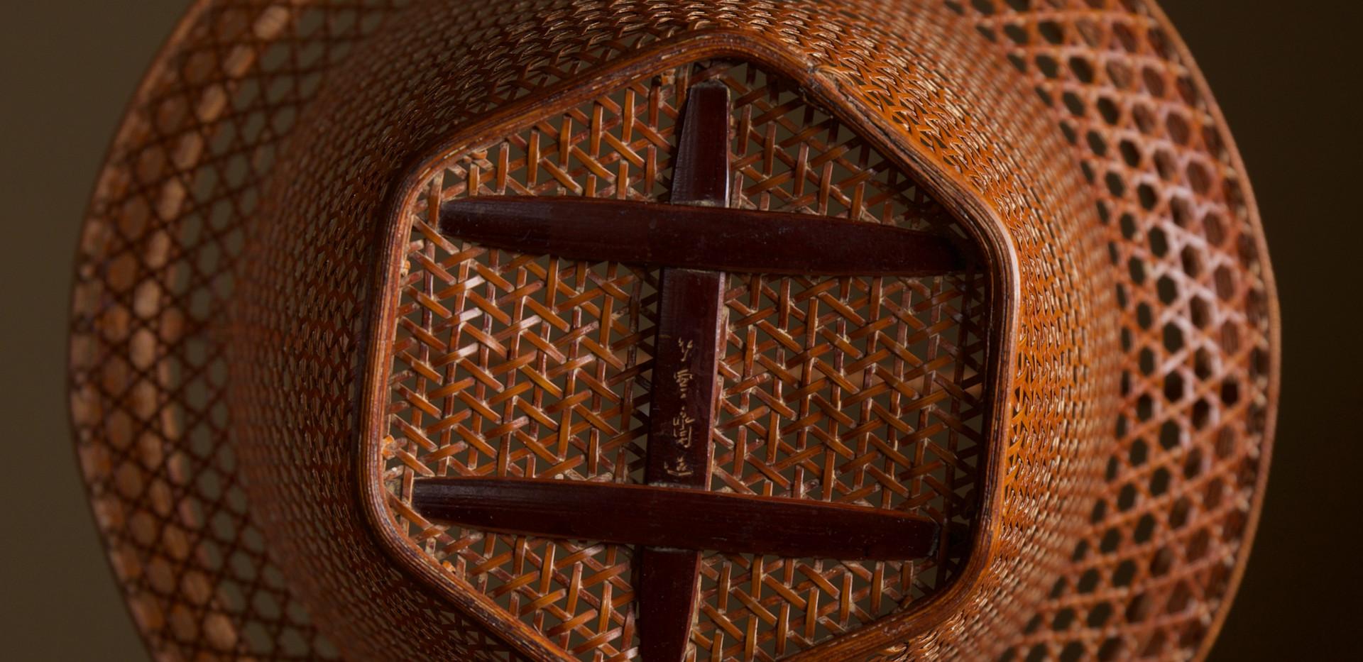 Tanabe Chikuunsai II Clown hat shaped bamboo basket 06.jpg