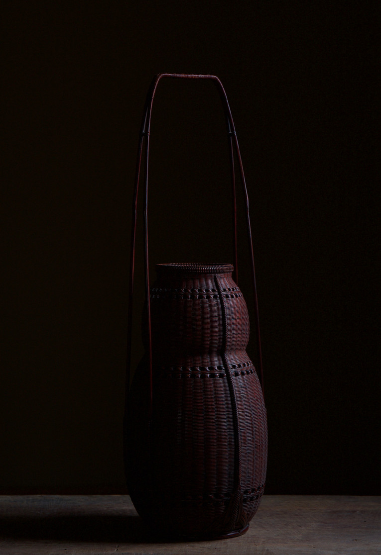 Chikuunsai II Gourd-shaped bamboo flower basket 03.jpg