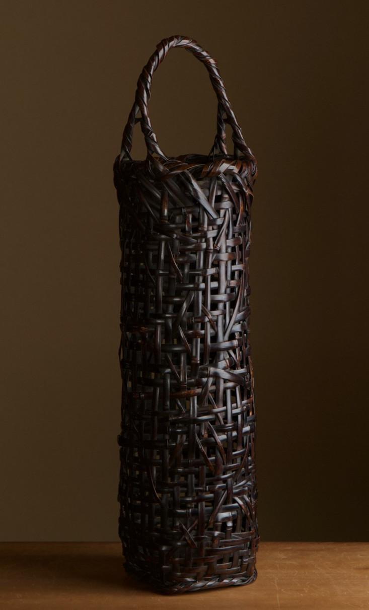 Tanabe chikuunsai I tall purple bamboo basket 02.jpg