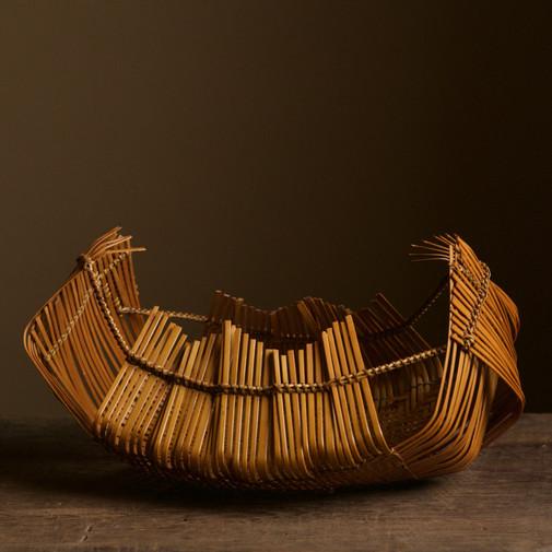 Bamboo sheaf-shaped flower basket by Suemura Shobun.jpg