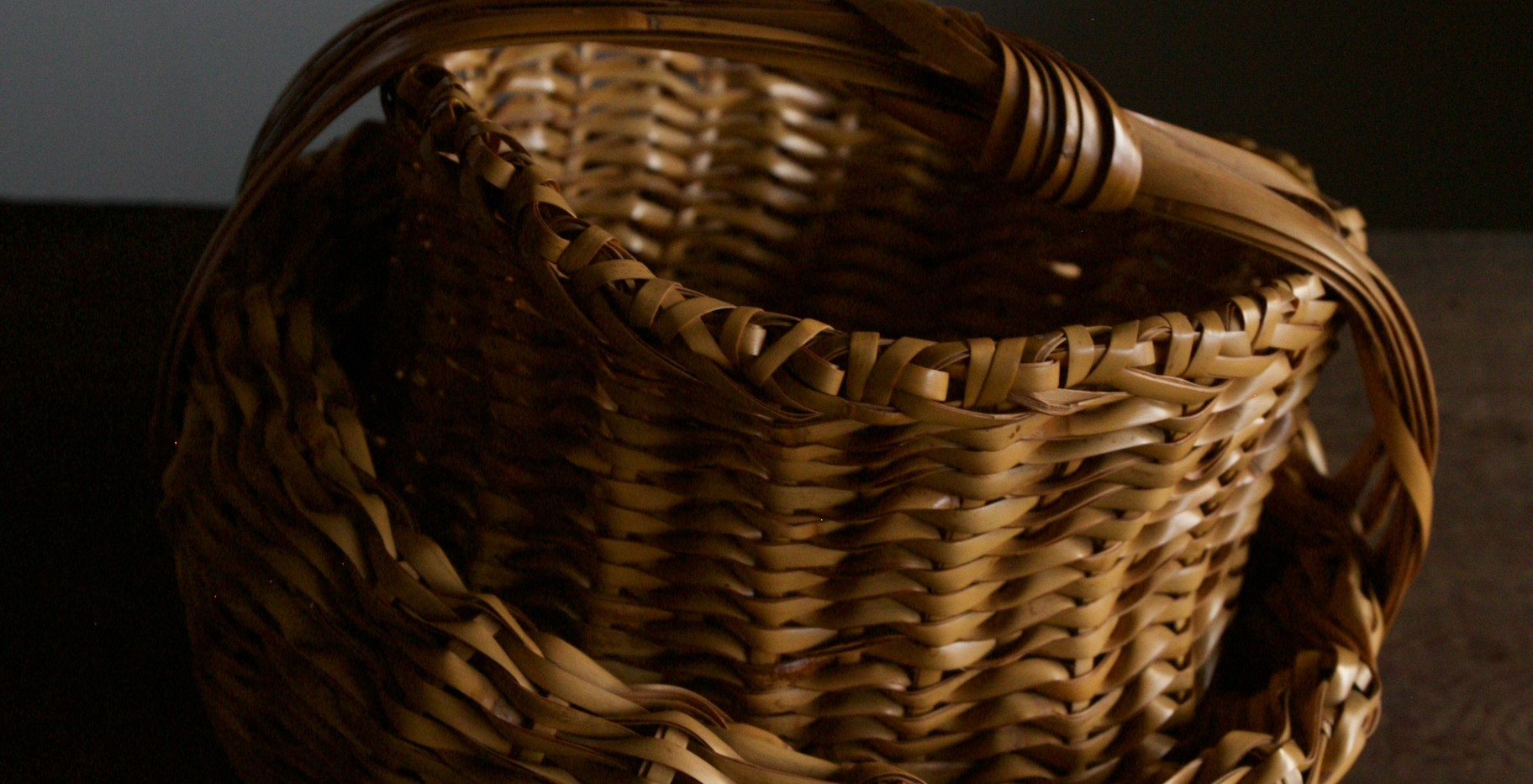 Folded basket by Iizuka Shokansai 04.jpg