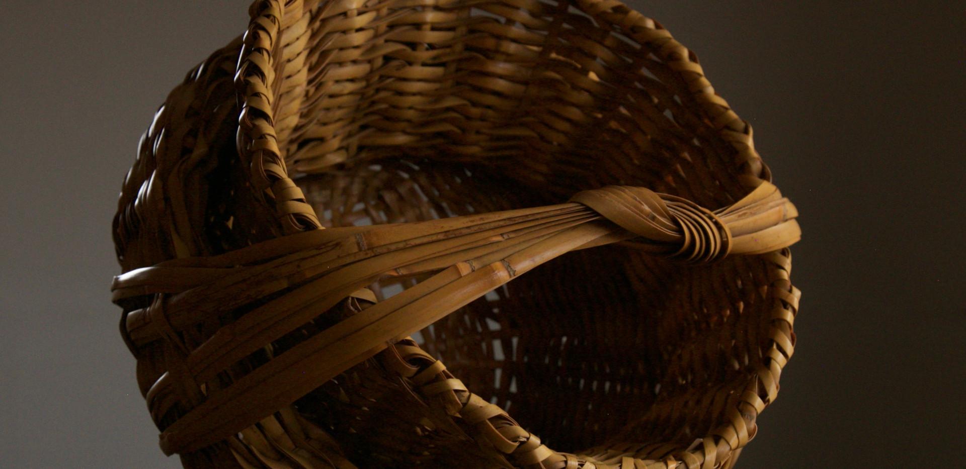 Folded basket by Iizuka Shokansai 05.jpg
