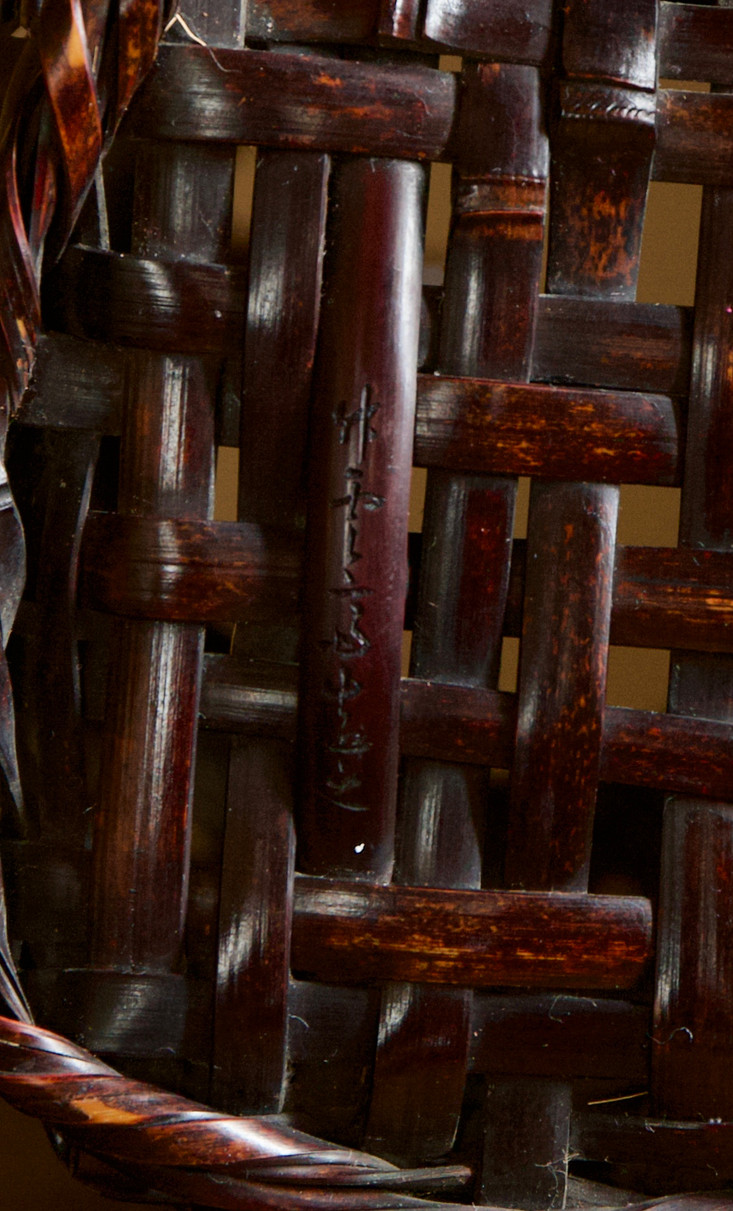Tanabe chikuunsai I tall purple bamboo basket 06.jpg
