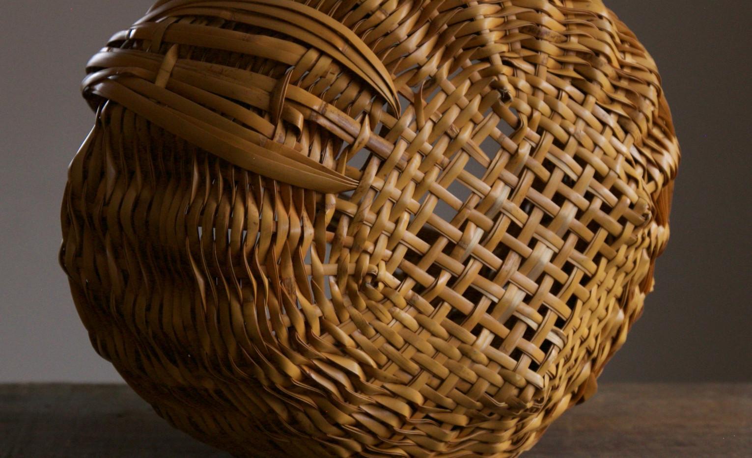 Folded basket by Iizuka Shokansai 07.jpg