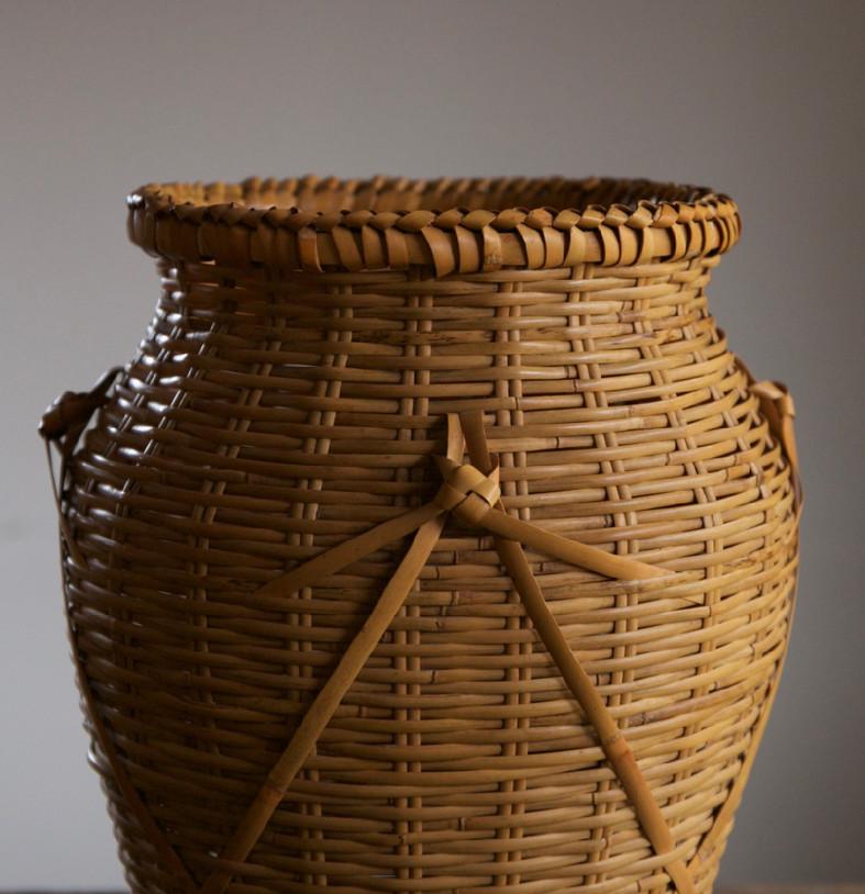 Iizuka Rokansai Slow Wave Flower Basket 03.jpg