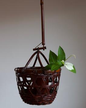 Hanging basket by Wada Waichisai III.jpg