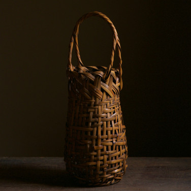 Bamboo flower basket by Wada Waichisai II.jpg