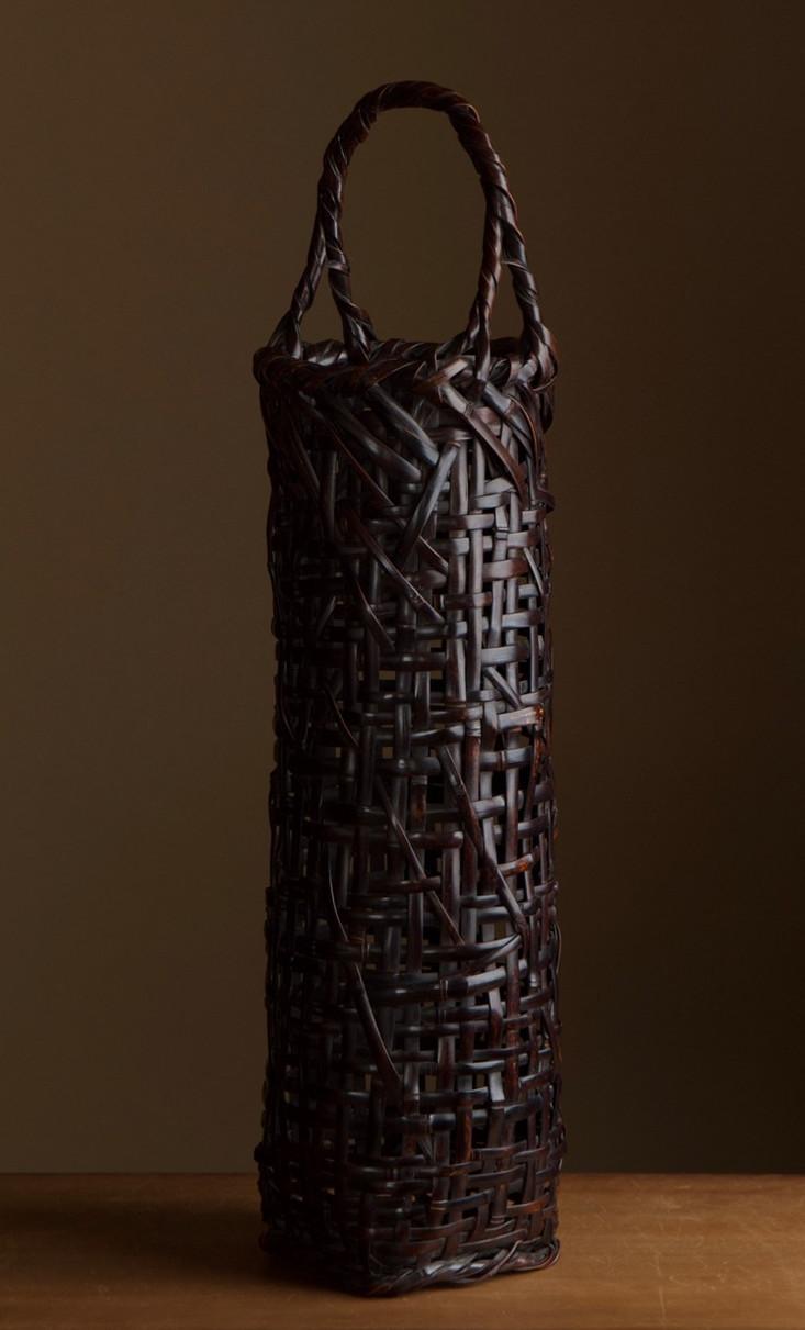 Tanabe chikuunsai I tall purple bamboo basket 03.jpg