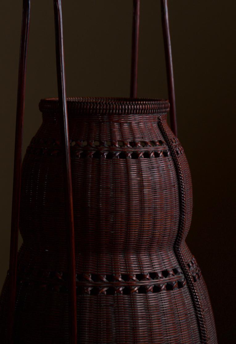 Chikuunsai II Gourd-shaped bamboo flower basket 04.jpg