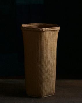 Bamboo flower basket by Ichihara Kaunsai.jpg