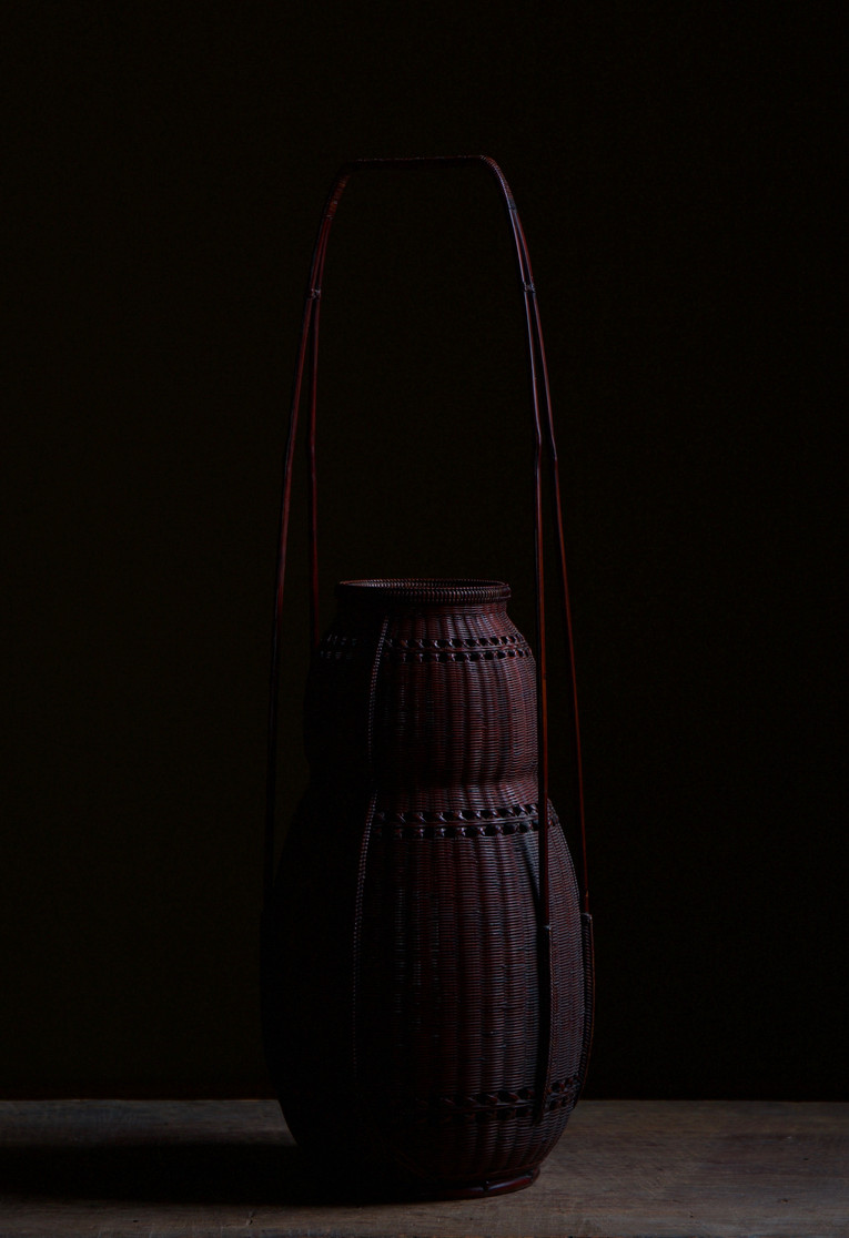 Chikuunsai II Gourd-shaped bamboo flower basket 02.jpg