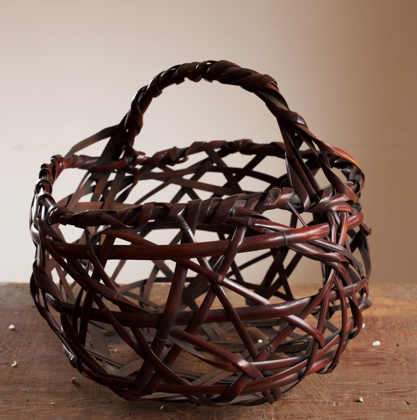 Mountain Road Bamboo Basket by Chikuunsai II 01.jpg