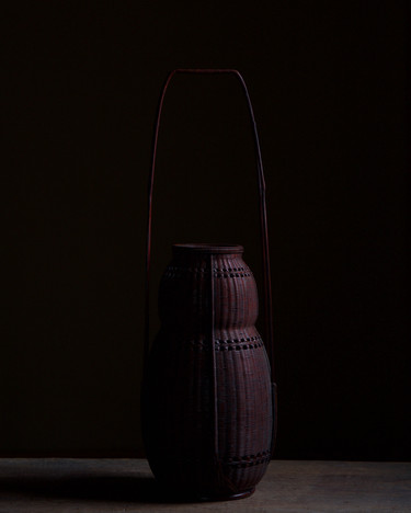 Fine Gourd-shaped bamboo flower basket by Tanabe Chikuunsai II.jpg