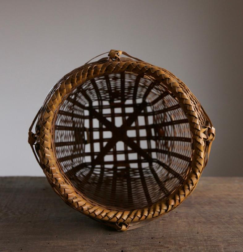 Iizuka Rokansai Slow Wave Flower Basket 06.jpg