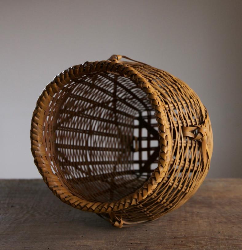 Iizuka Rokansai Slow Wave Flower Basket 05.jpg