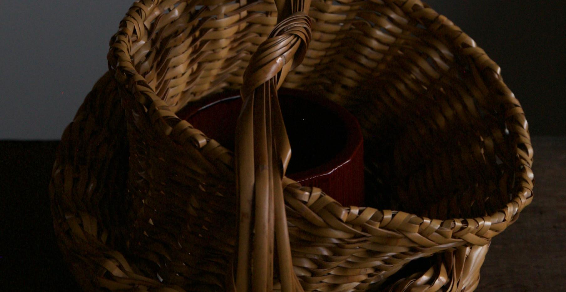 Folded basket by Iizuka Shokansai 02.jpg
