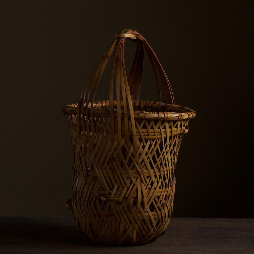 Iizuka Kunseki flower basket 03.jpg