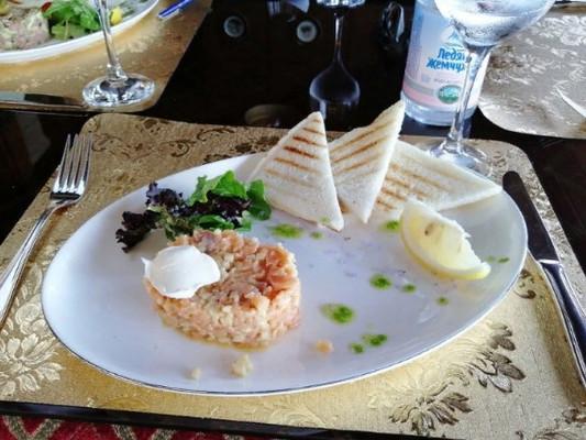 Тар-Тар из лосося и яблока - 590 рублей