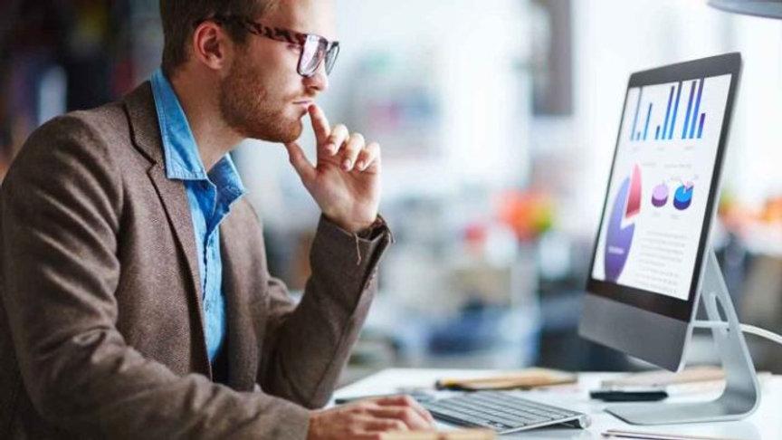 Business-Man-Using-Microsoft-Office-365-