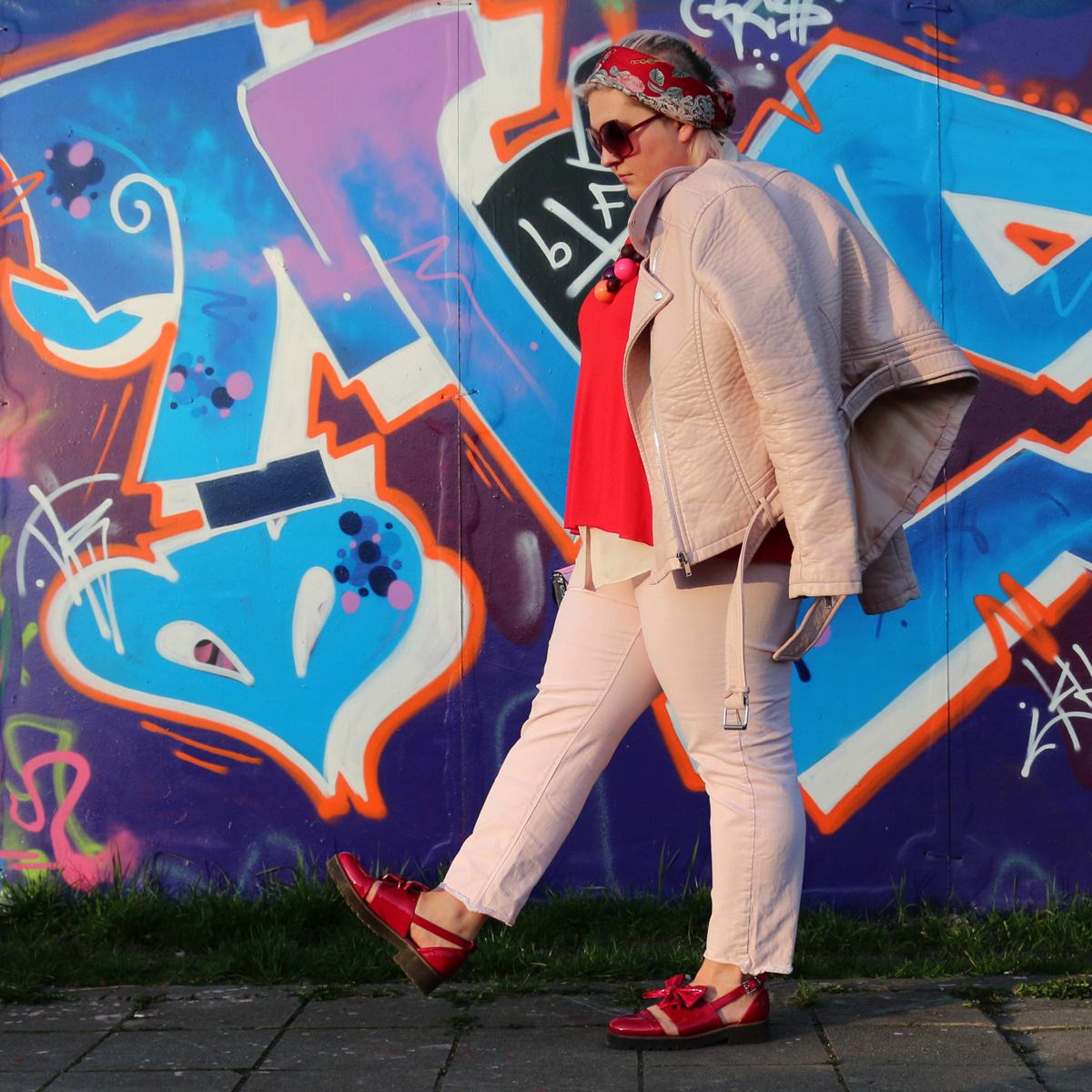 And-god-created-elvis-plus-size-blogger-blog-mode-candy-pink-red-outfit-curvy-french-curves-9