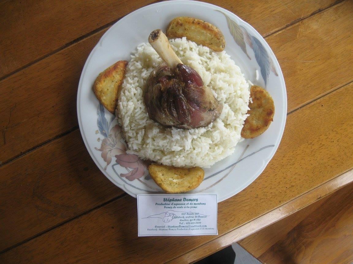 Souris d'agneau à la mijoteuse sur riz basmati et pomme de terre grecque
