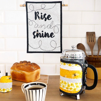 Kitchen banner, egg cosy and coffee pot holder